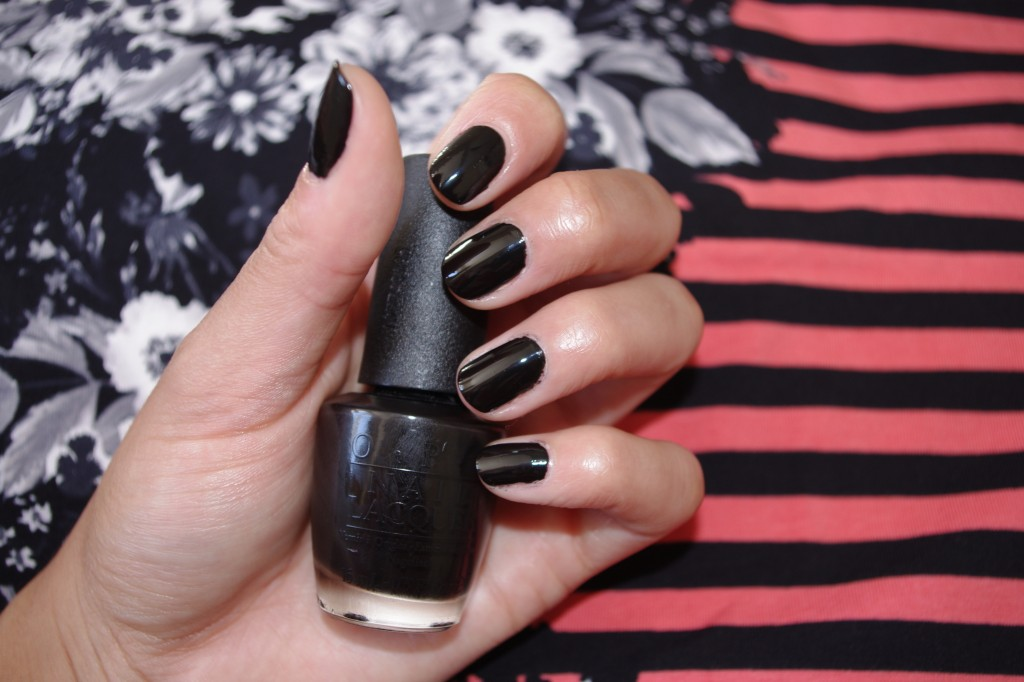Samio O.P.I  Lady in Black Nail Varnish