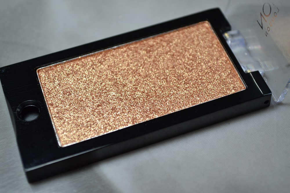 Makeup Revolution Mountains of Gold Eyeshadow Review