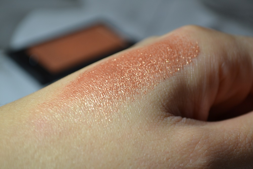 Makeup Revolution Mountains of Gold Eyeshadow Swatch