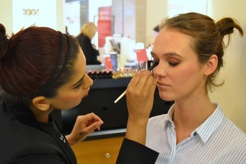 Pooja at bobbi brown does Chloe Bell's eye makeup