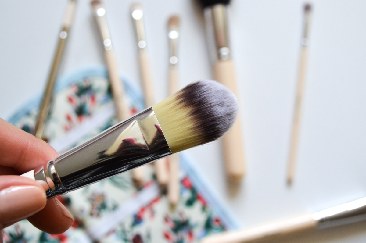 The Vintage Cosmetic Company Foundation Brush Review