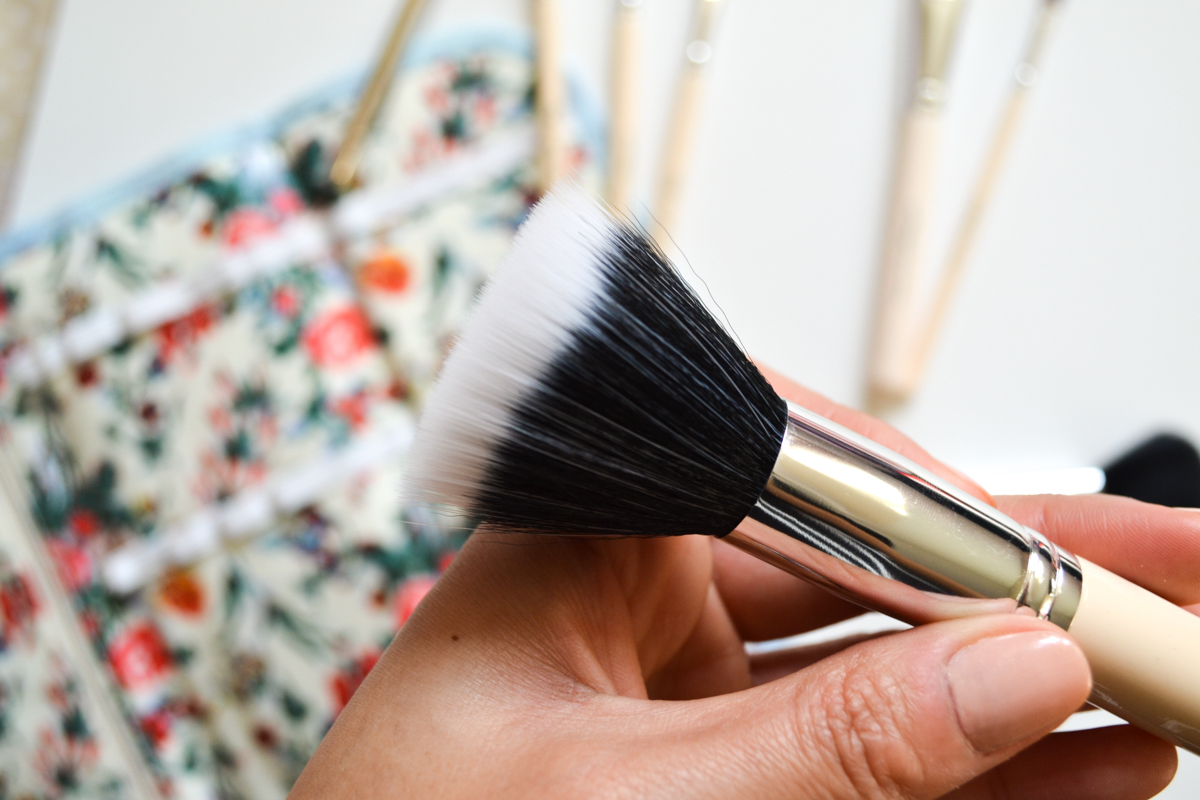 The Vintage Cosmetic Company Powder Brush Review