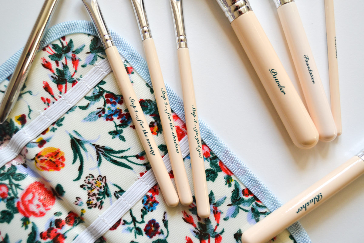 The Vintage Cosmetic CompanyMakeup Brushes