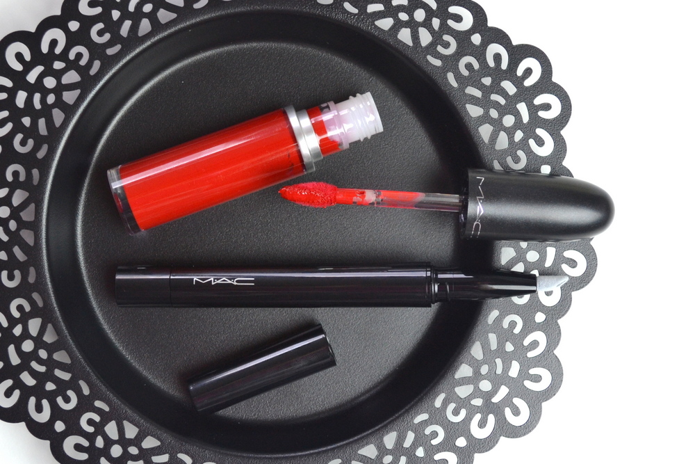 Lip stain lipstick and eyeliner that stays on all day