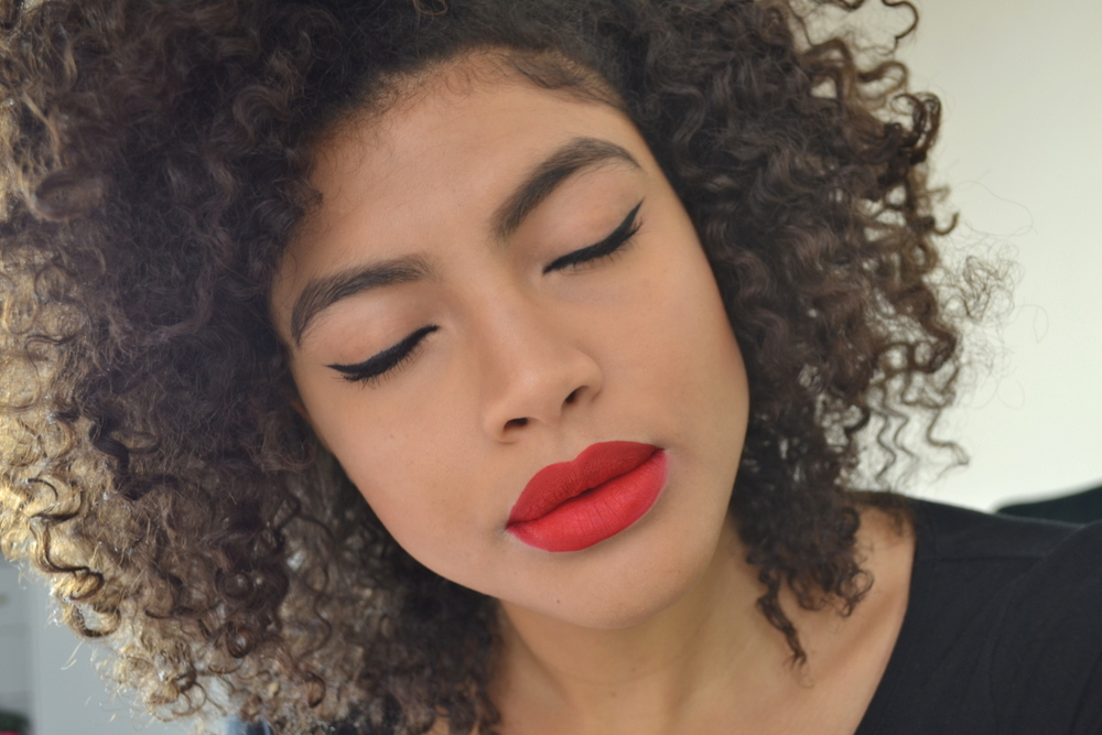 Mac Rebeleye gel liner and Mac retro matte liquid lip colour in Feels So Grand Makeup Look