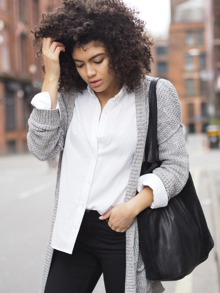 White shirt, grey cardigan and black skinny jeans outfit