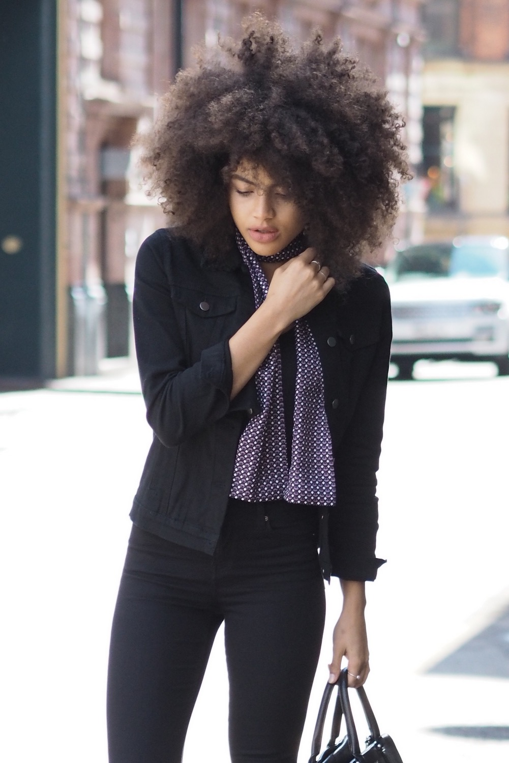 Afro style blogger