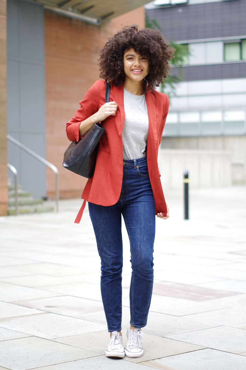Blazer and mom jeans outfit