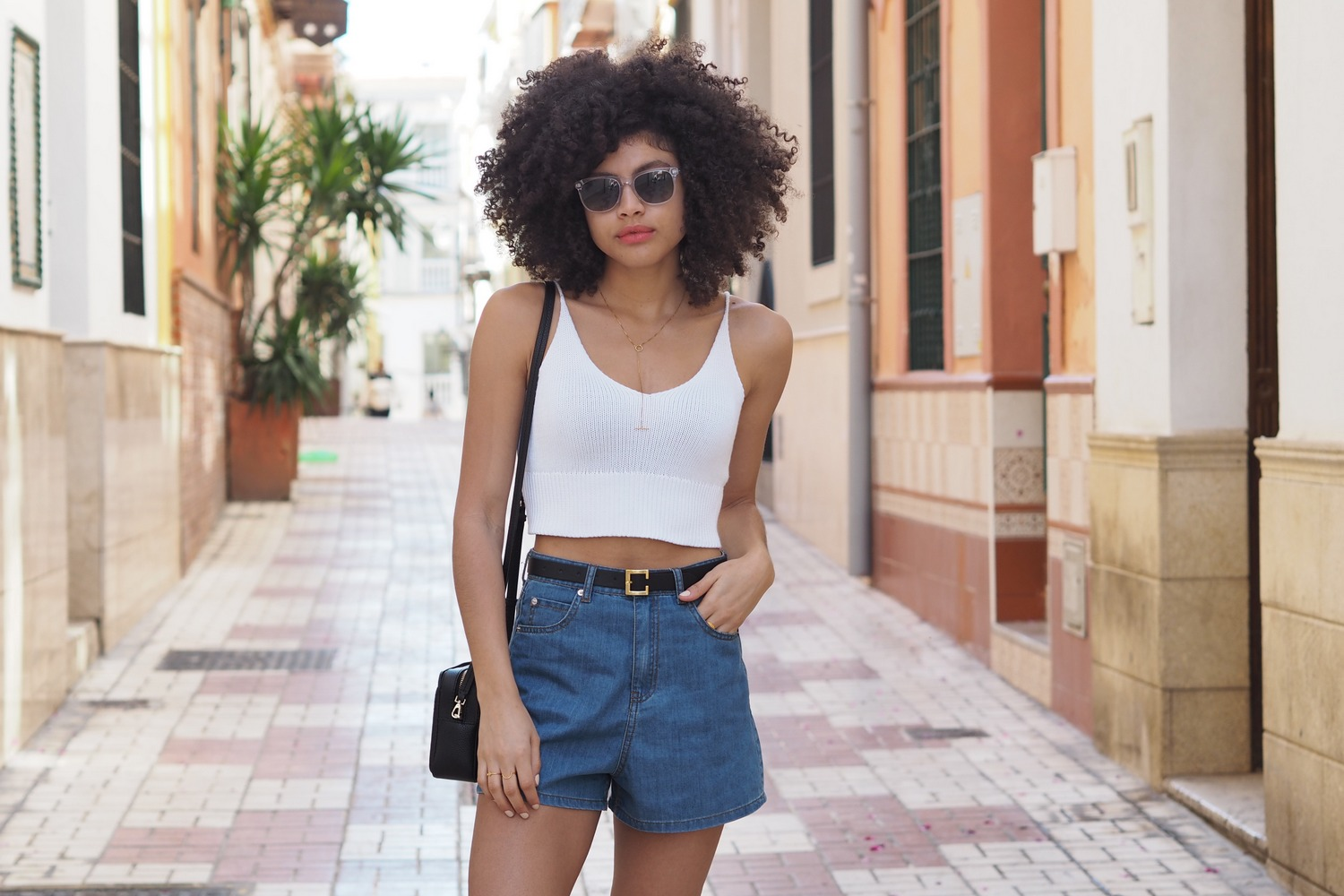 Samio style blogger denim shorts and crop top summer holiday look