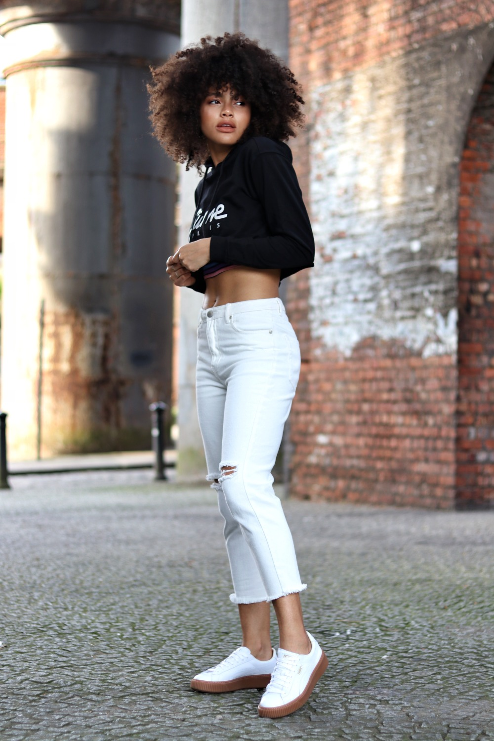 Casual cropped hoodie and white jeans outfit