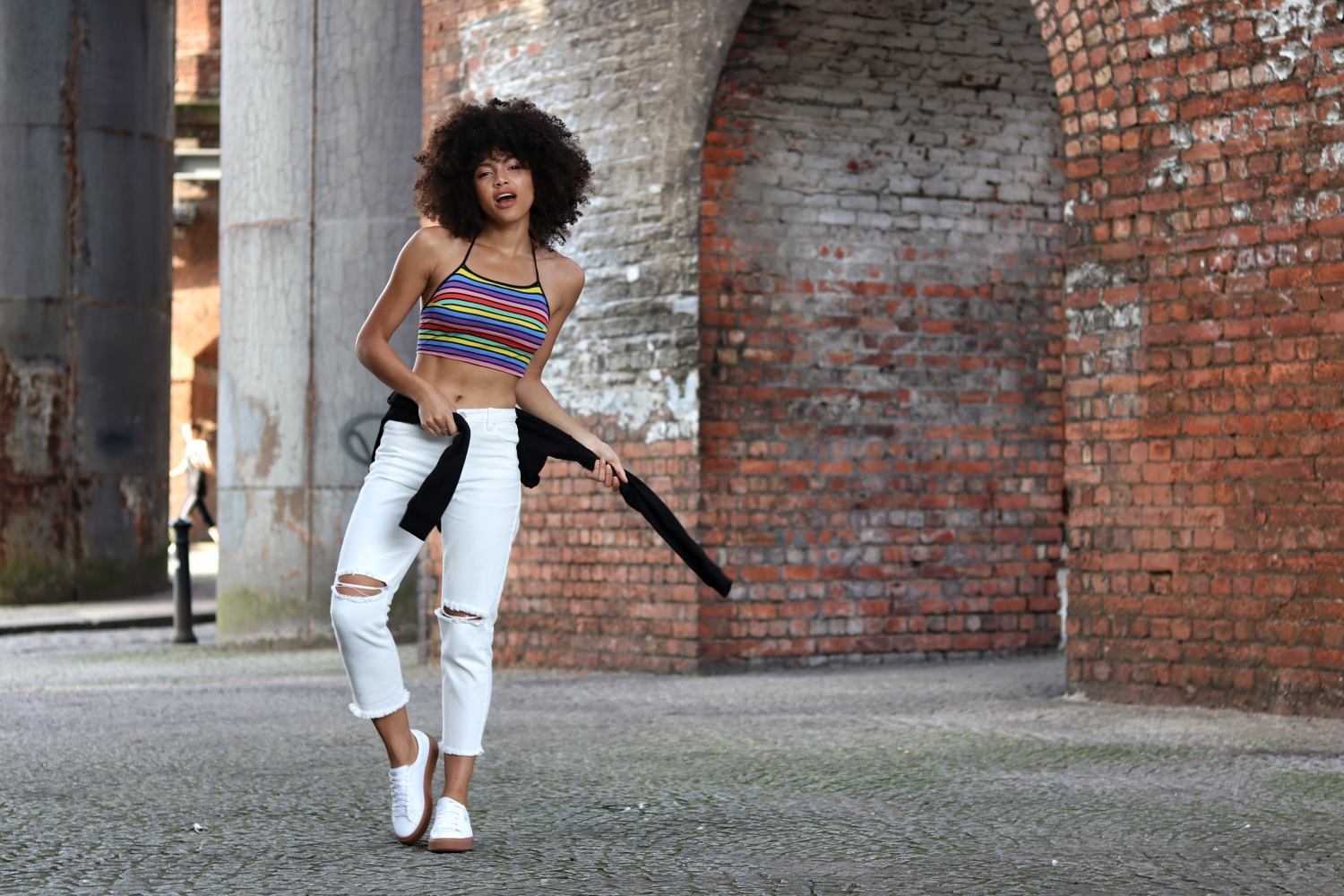 Casual Footasylum Outfit Motel Crop Top, Glamorous Jeans and White Puma trainers