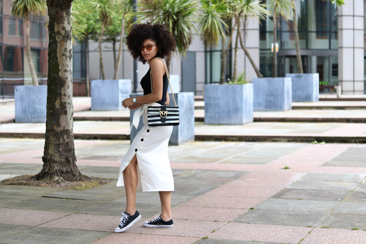 Monochrome black and white minimal summer outfit