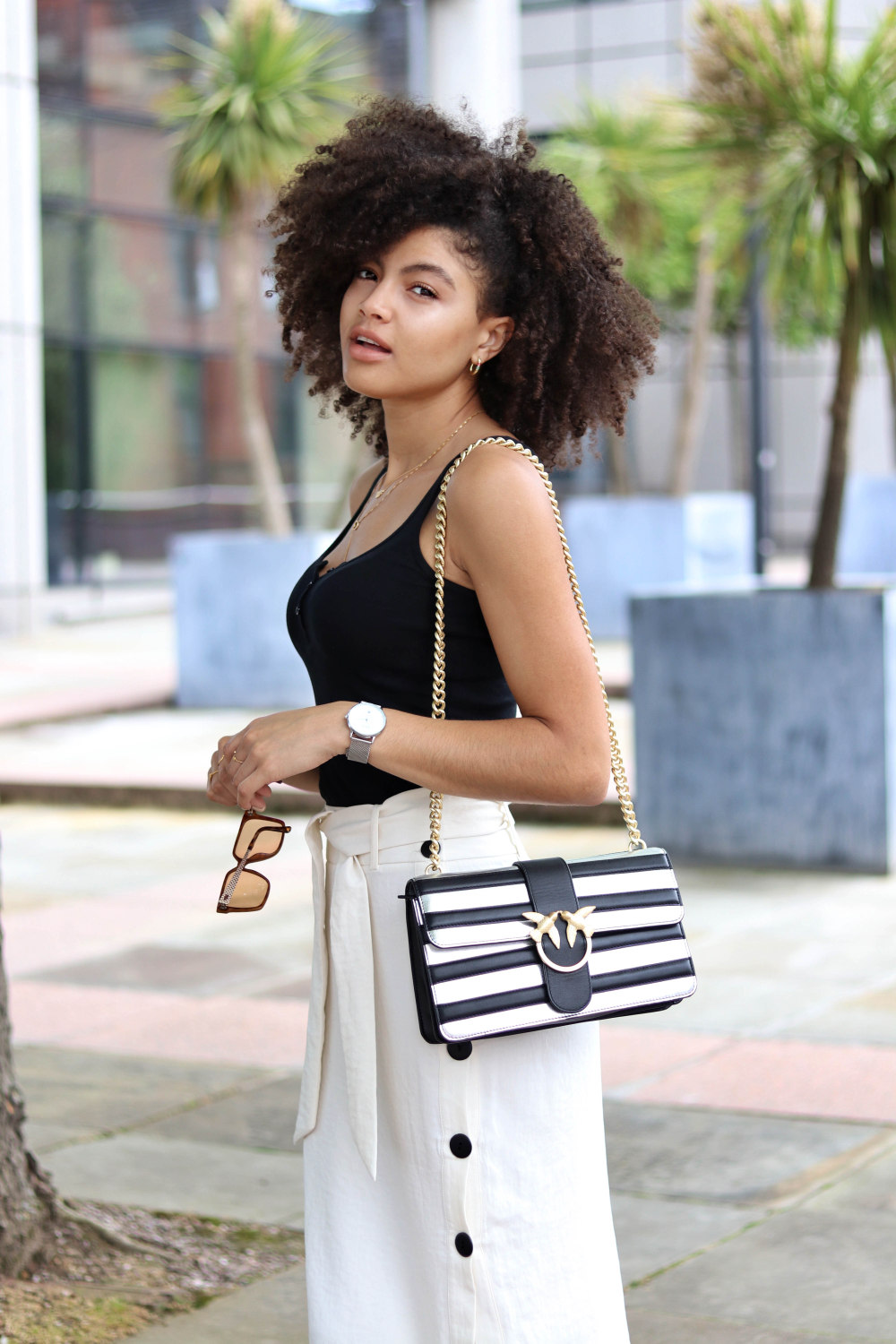 womens black and white summer outfit