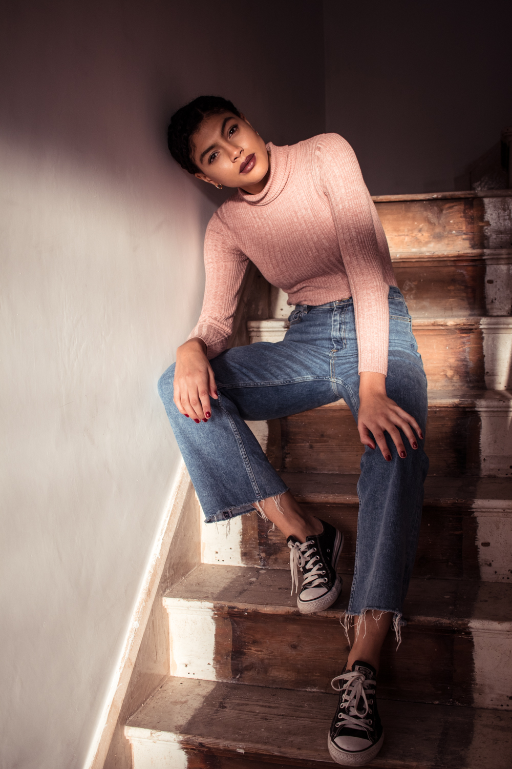 Samio Self Portrait Photography Cropped Flared Denim Jeans and Converse Outfit
