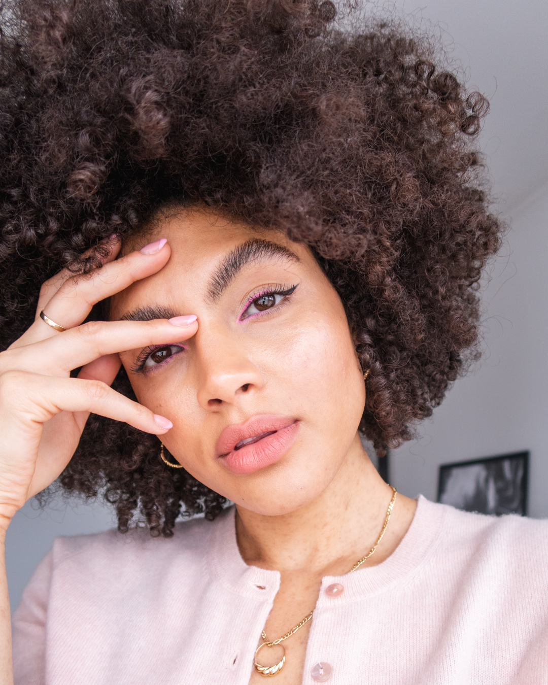 Beauty blogger subtle pink eye makeup winged look afro hair Samio