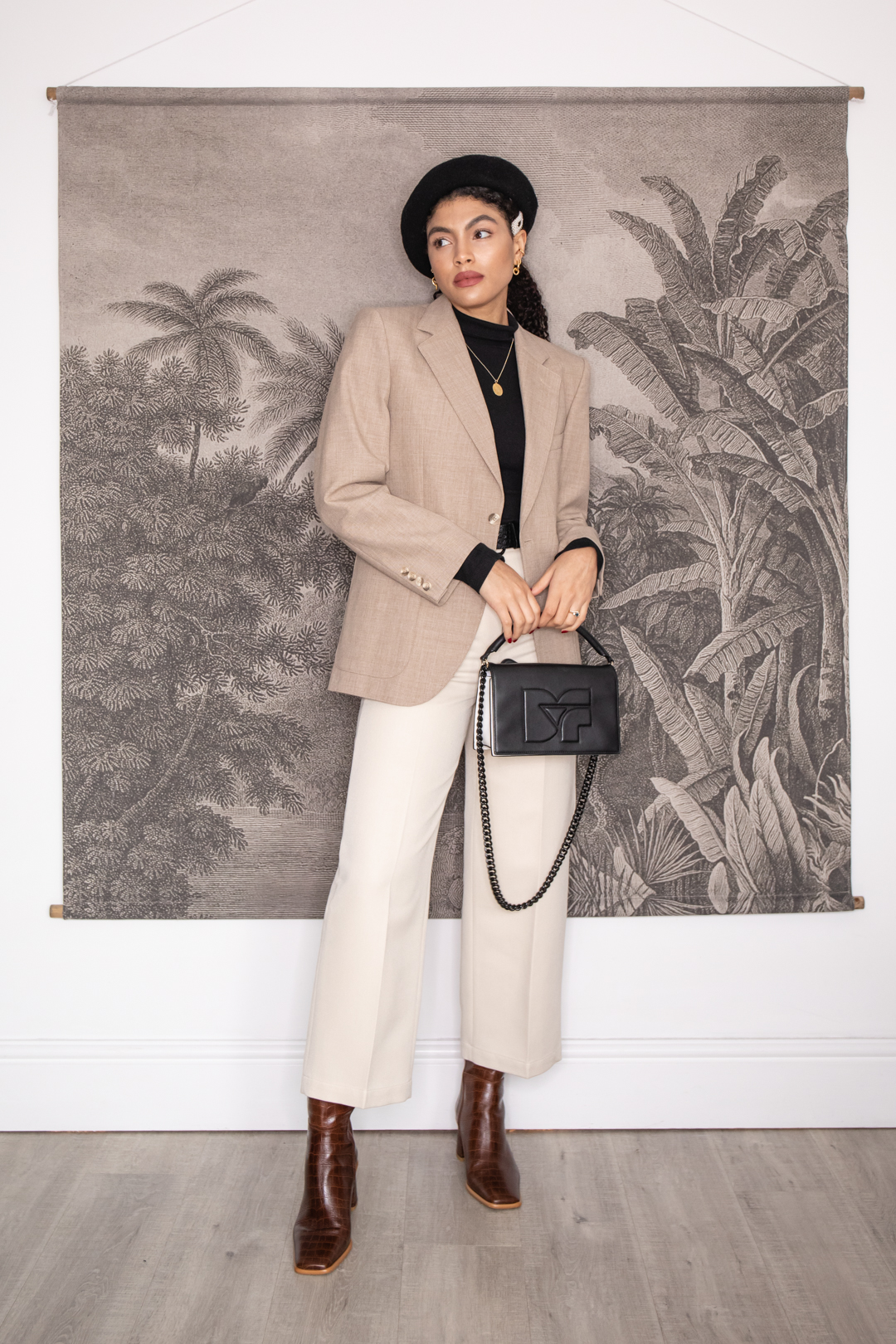 Beige trousers and oversized blazer neutral outfit with beret Samio